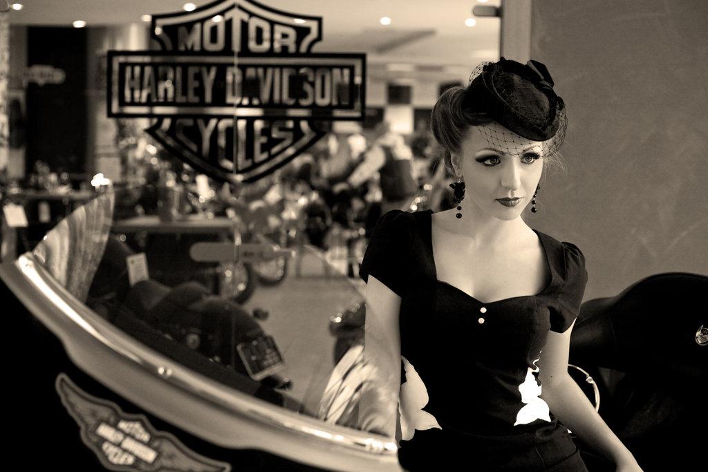 Pin up Harley Davidson V by Agnes z Garbledville 1024x683