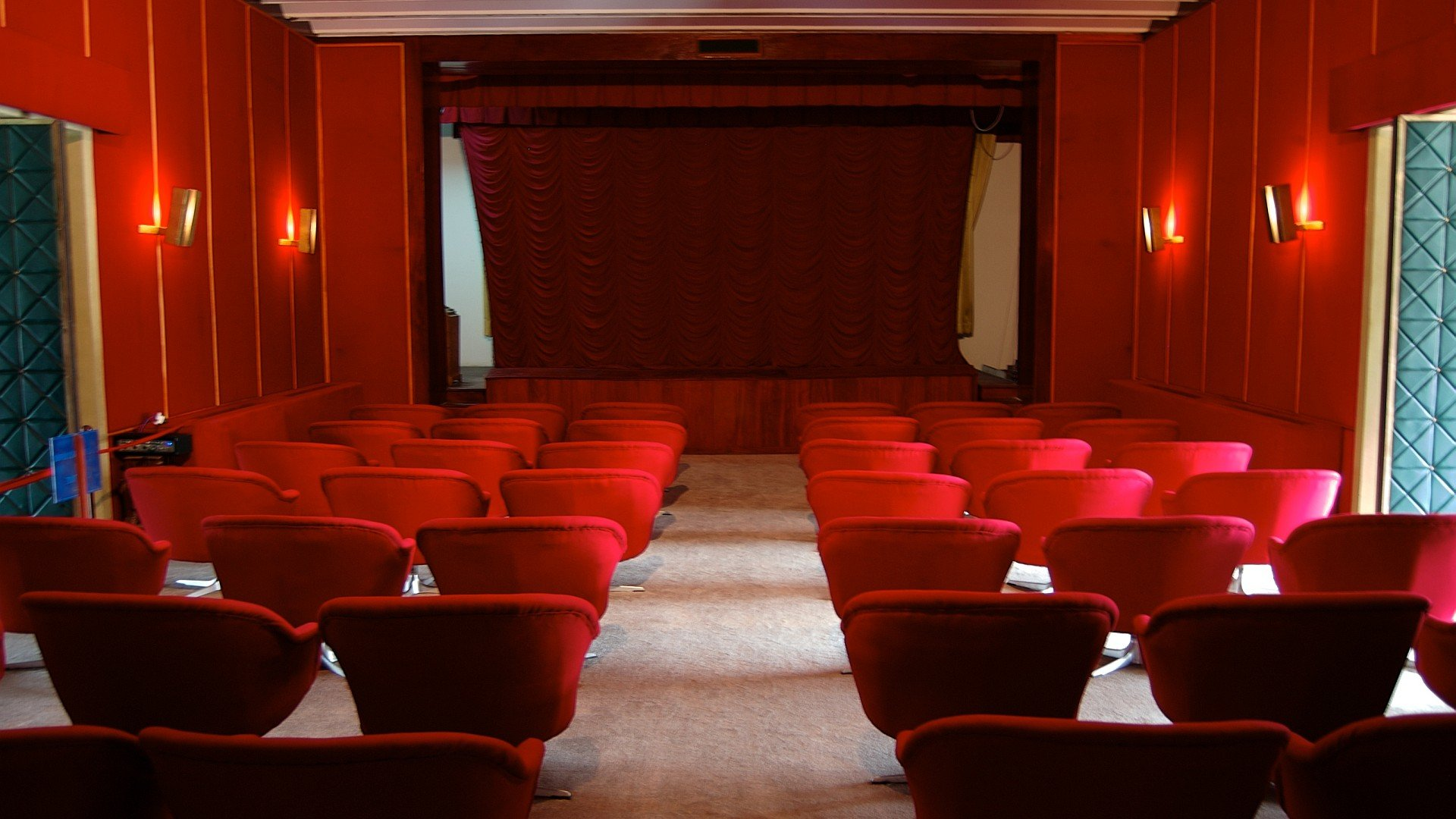 Theatre wallpaper wallpapersafari for Wallpaper home cinema