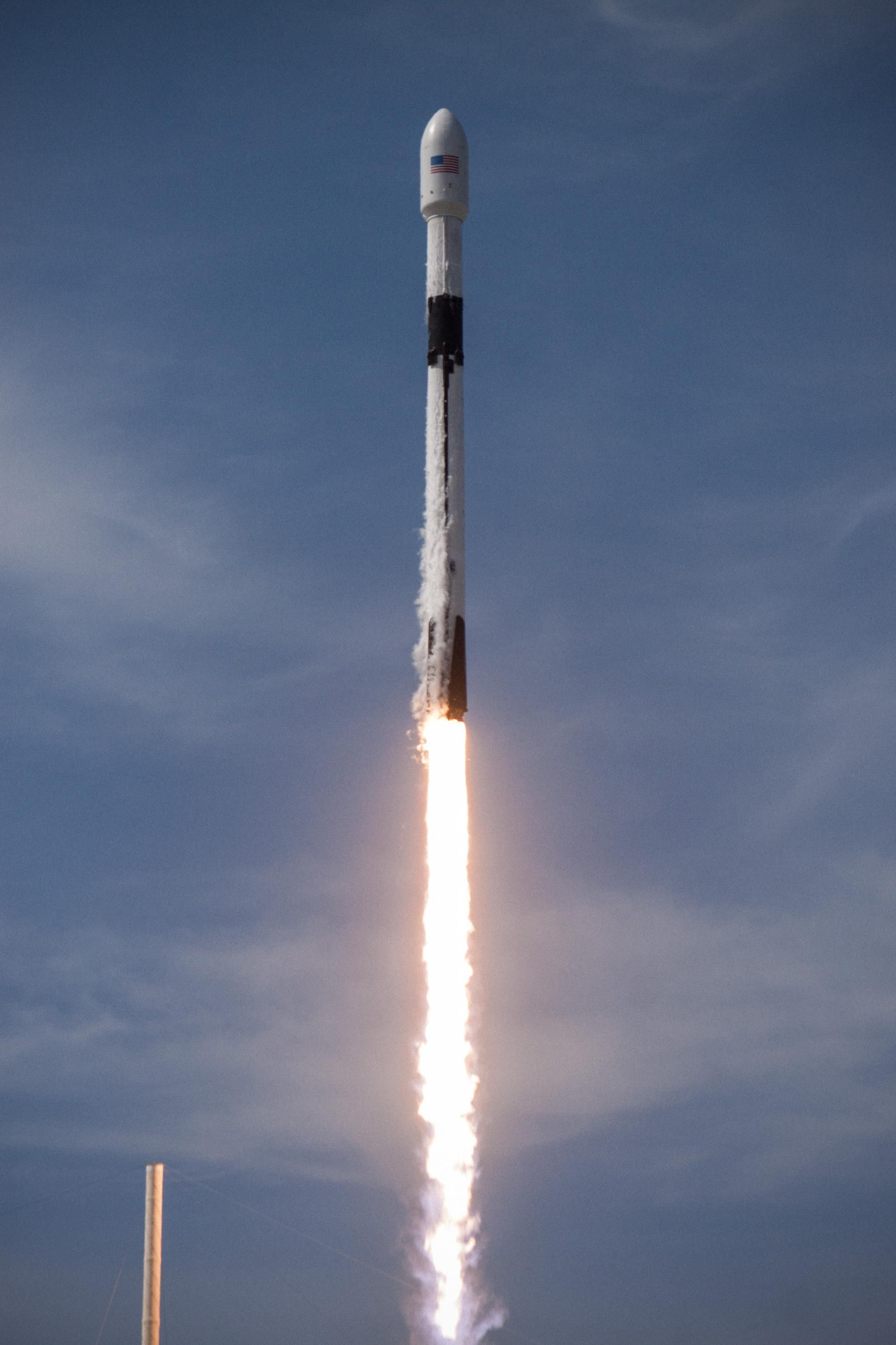 SpaceX launch of a Falcon 9 Block 5 Amos 17 Spacex Spacex 1920x2880