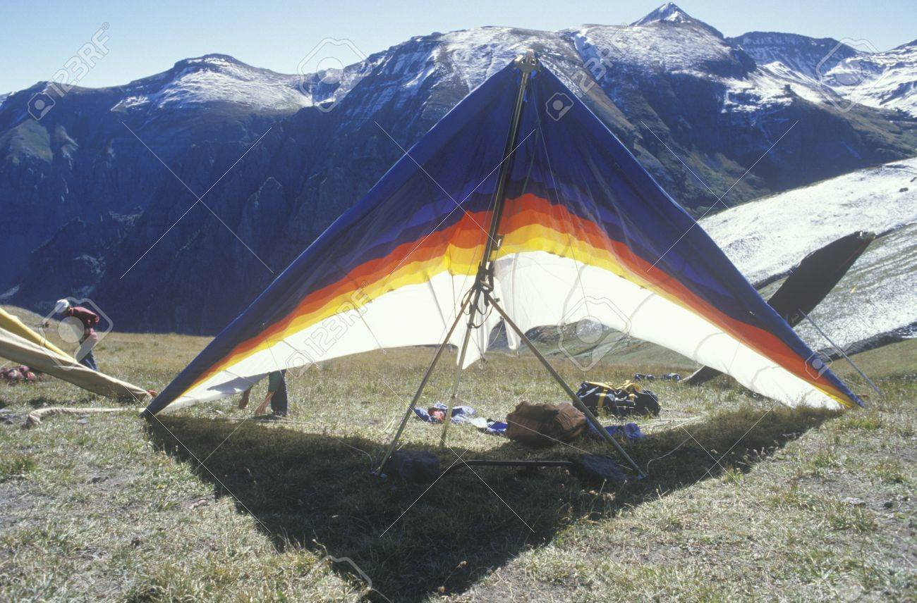 Hang Glider On Ground With Mountains In Background Hang Gliding 1300x856