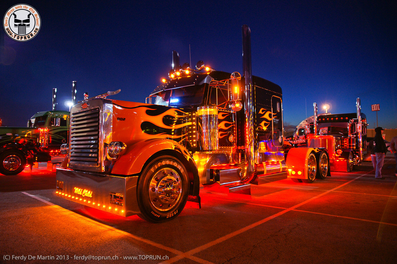 Semi Trucks at Night Wallpapers - WallpaperSafari