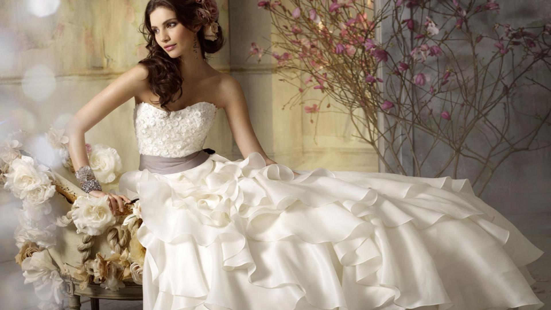 White Wedding Gowns: Wedding Dress Wallpaper