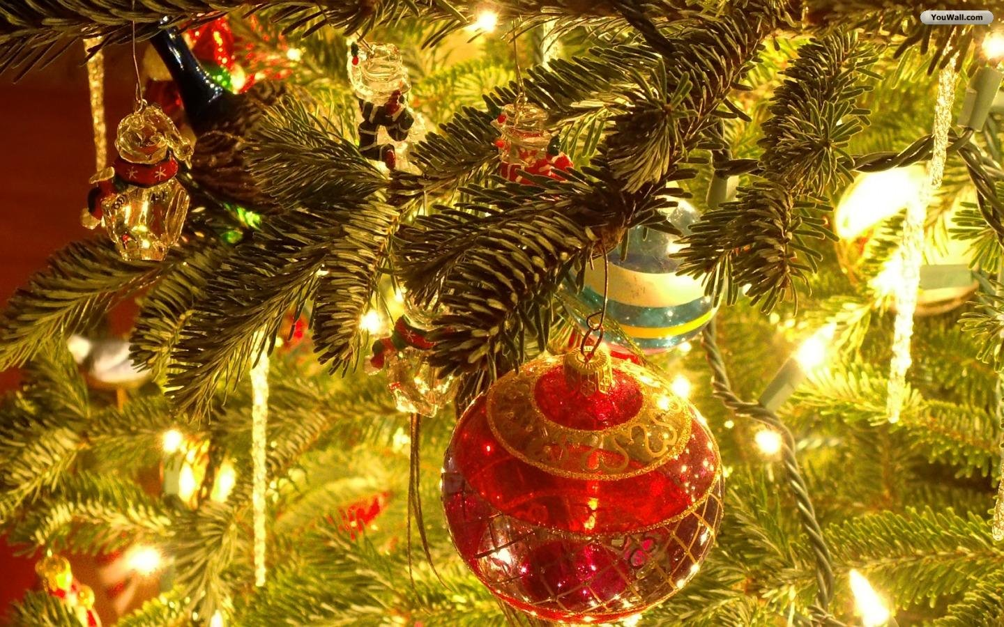 Christmas Tree Wallpaper   wallpaperwallpapersfree wallpaper 1440x900