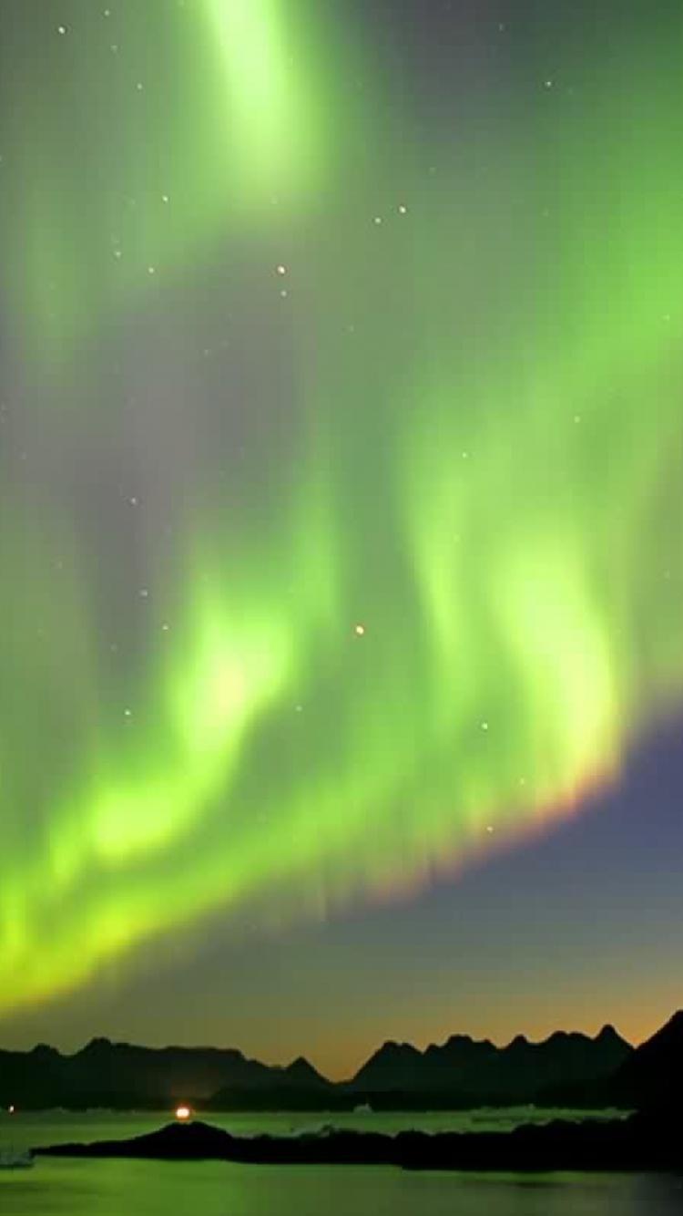 [46+] Northern Lights iPhone Wallpaper on WallpaperSafari