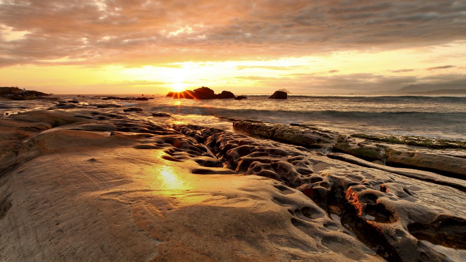 Download Wallpaper 1920x1080 coast stony decline sea sun Full 1920x1080