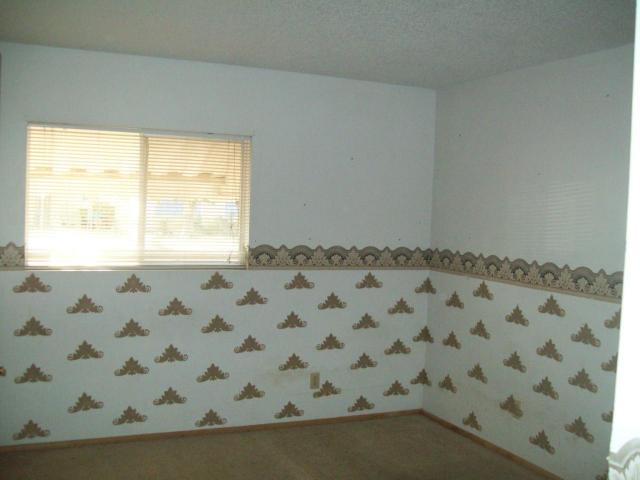 ugly wallpaper border design bedroom Phoenix home house real estate 640x480