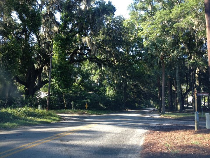 lined streets of Bluffton South Carolina Entertainment Enter 720x540