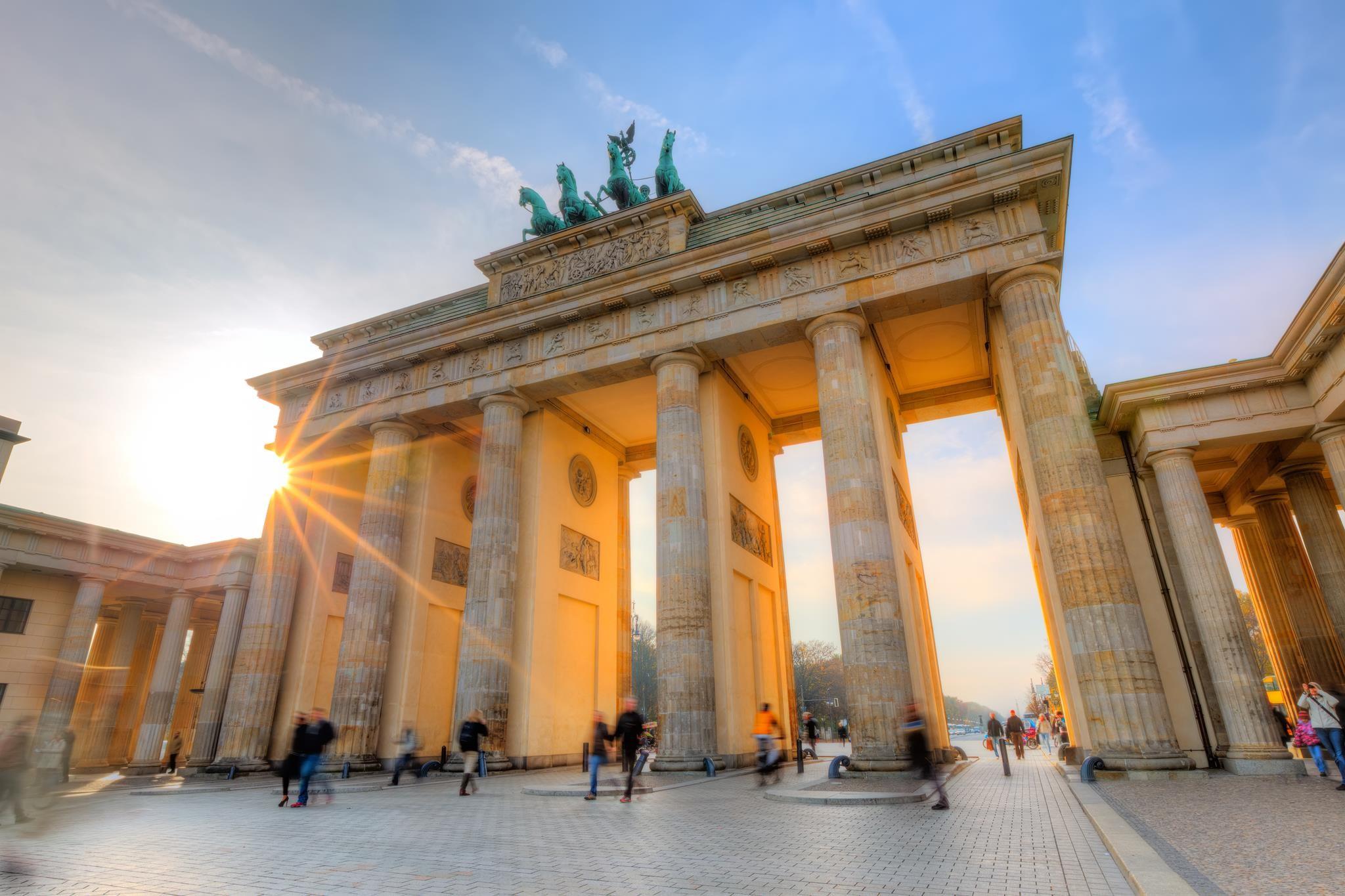 Brandenburg Gate Wallpaper 8   2048 X 1365 stmednet 2048x1365