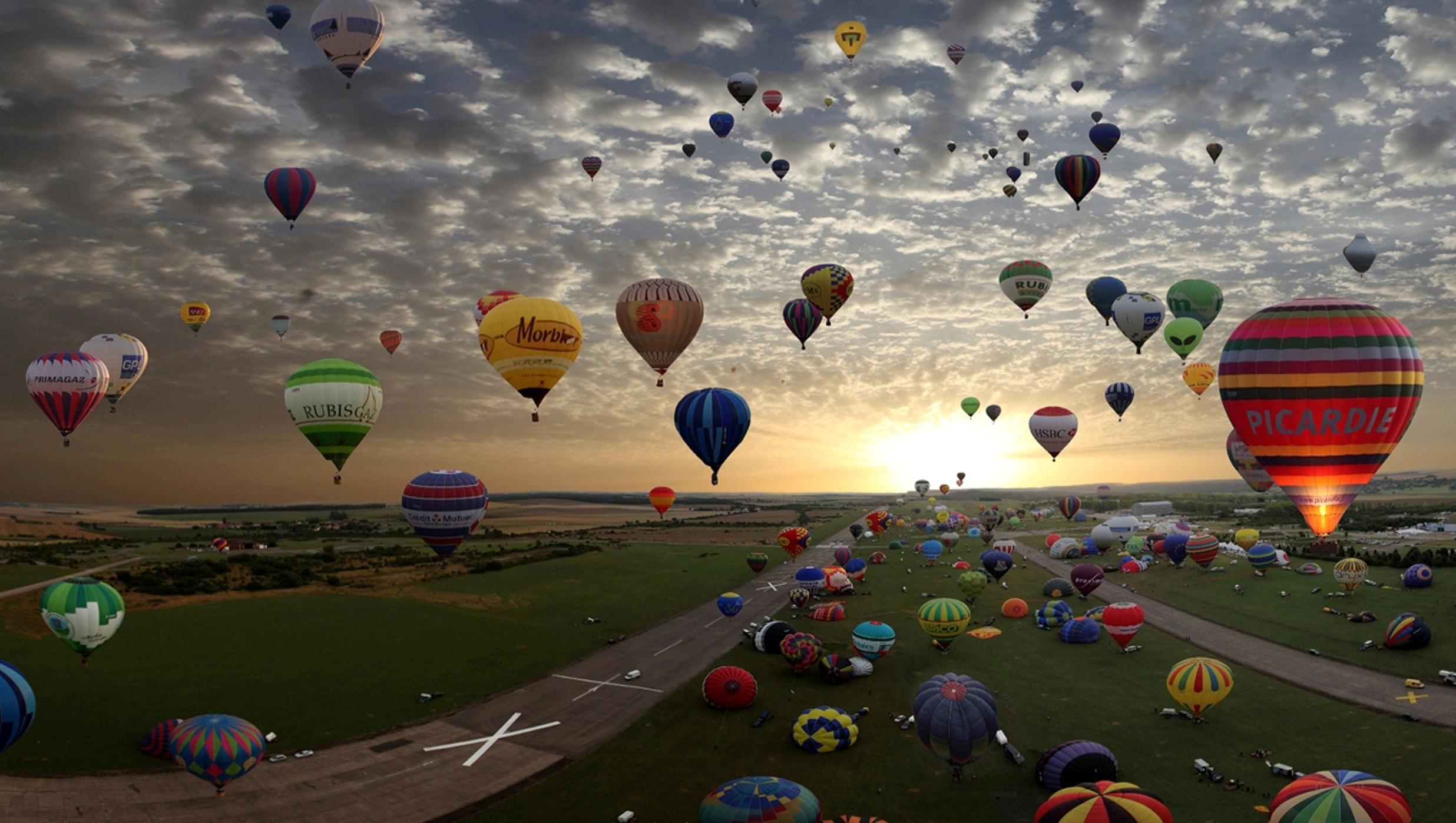 hot air balloons general balloon desktop wallpaper download hot air 2472x1398