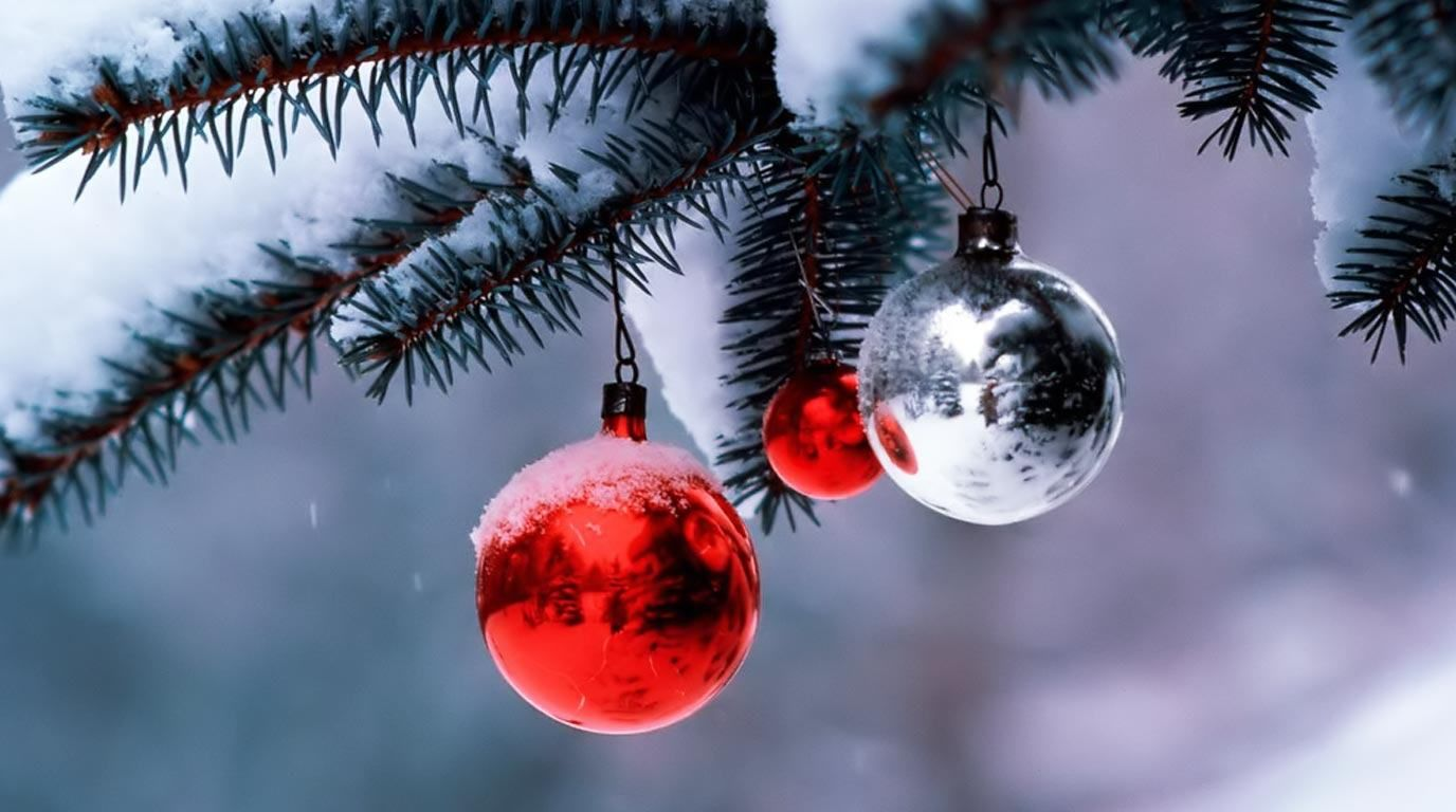 free christmas wallpaper for laptop computer 1376x768 1376x768