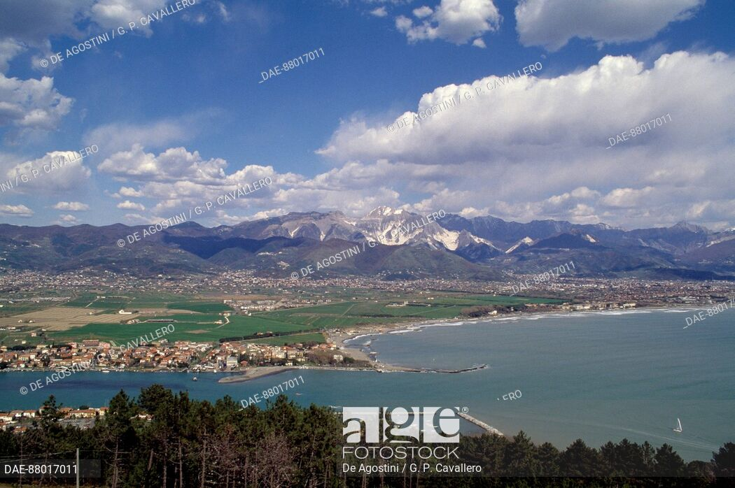 View of Bocca di Magra with the Apuan Alps in the background 1050x698