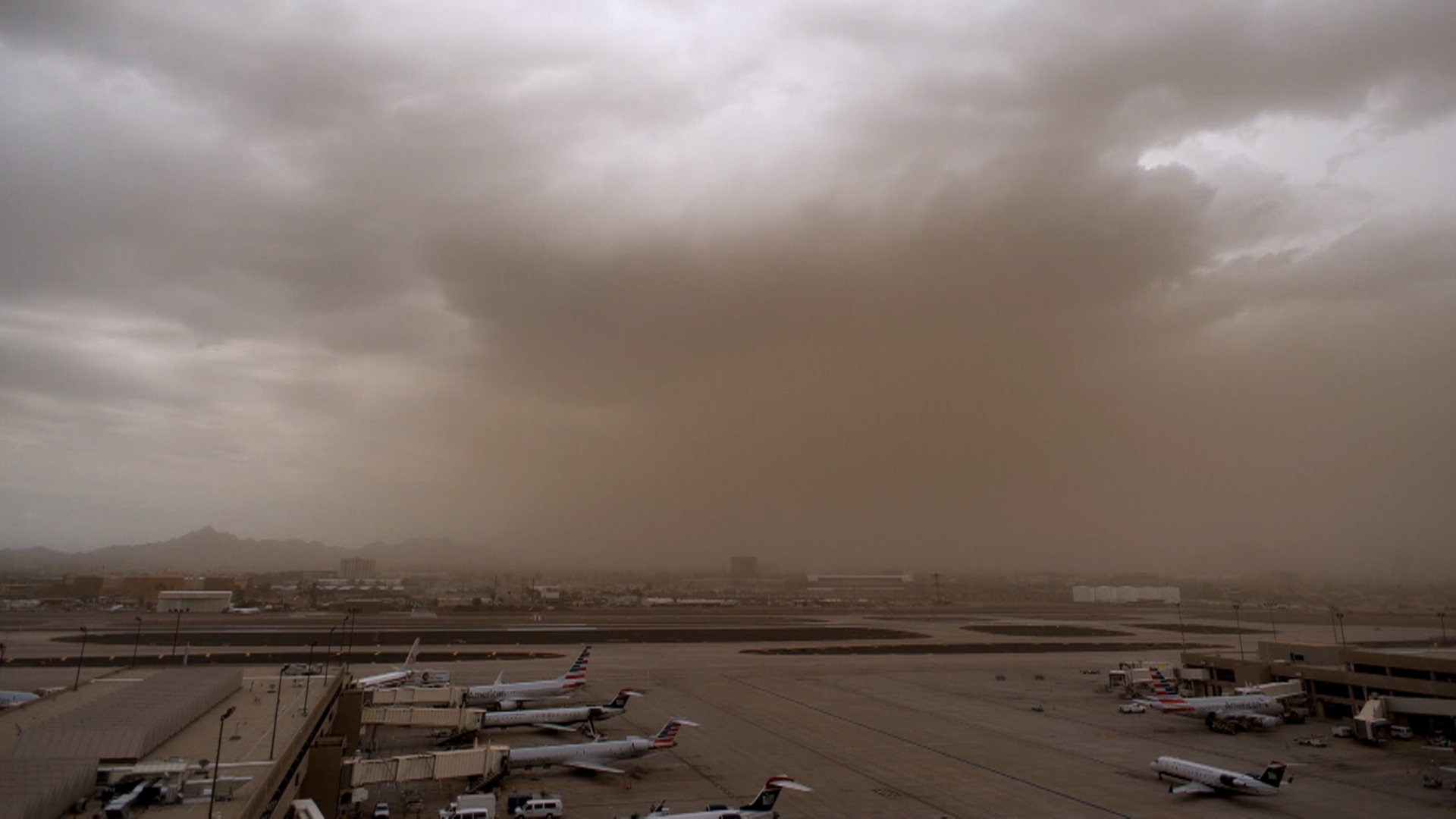 Watch Haboob windstorm blankets Phoenix with choking red dust 1920x1080