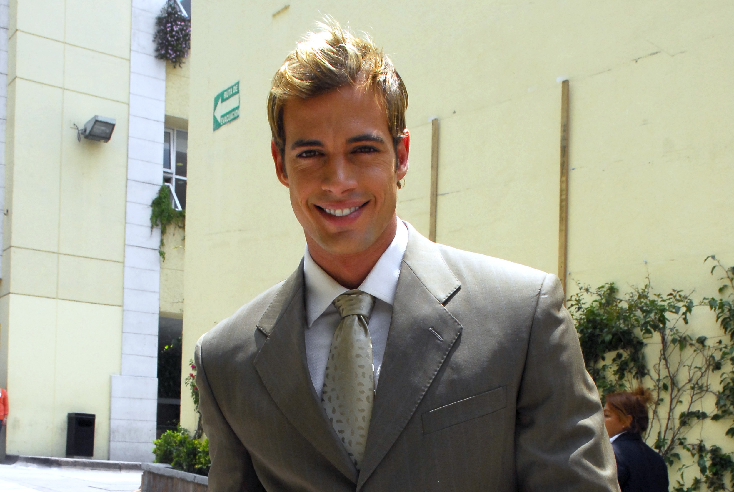 WILLIAM LEVY WALLPAPERS July 2011 Images Crazy Gallery 2496x1671