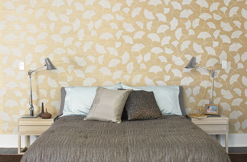 Modern wallpaper Luxe neutral bedroom ginkgo leaf grasscloth silk 500x328
