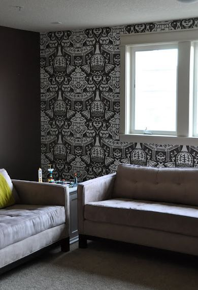 Clarence House Vase Wallpaper House of Fifty 390x571