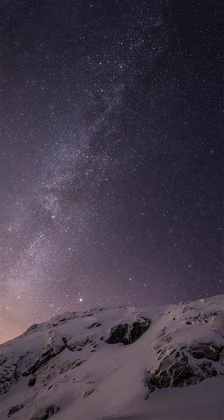 iOS 8 Milky Way Over Mountain Parallax Default iPhone 5 Wallpaper 744x1392