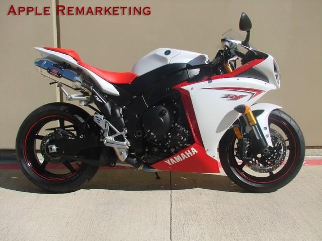 2016 Yamaha R1 2009 yamaha r1 640x480