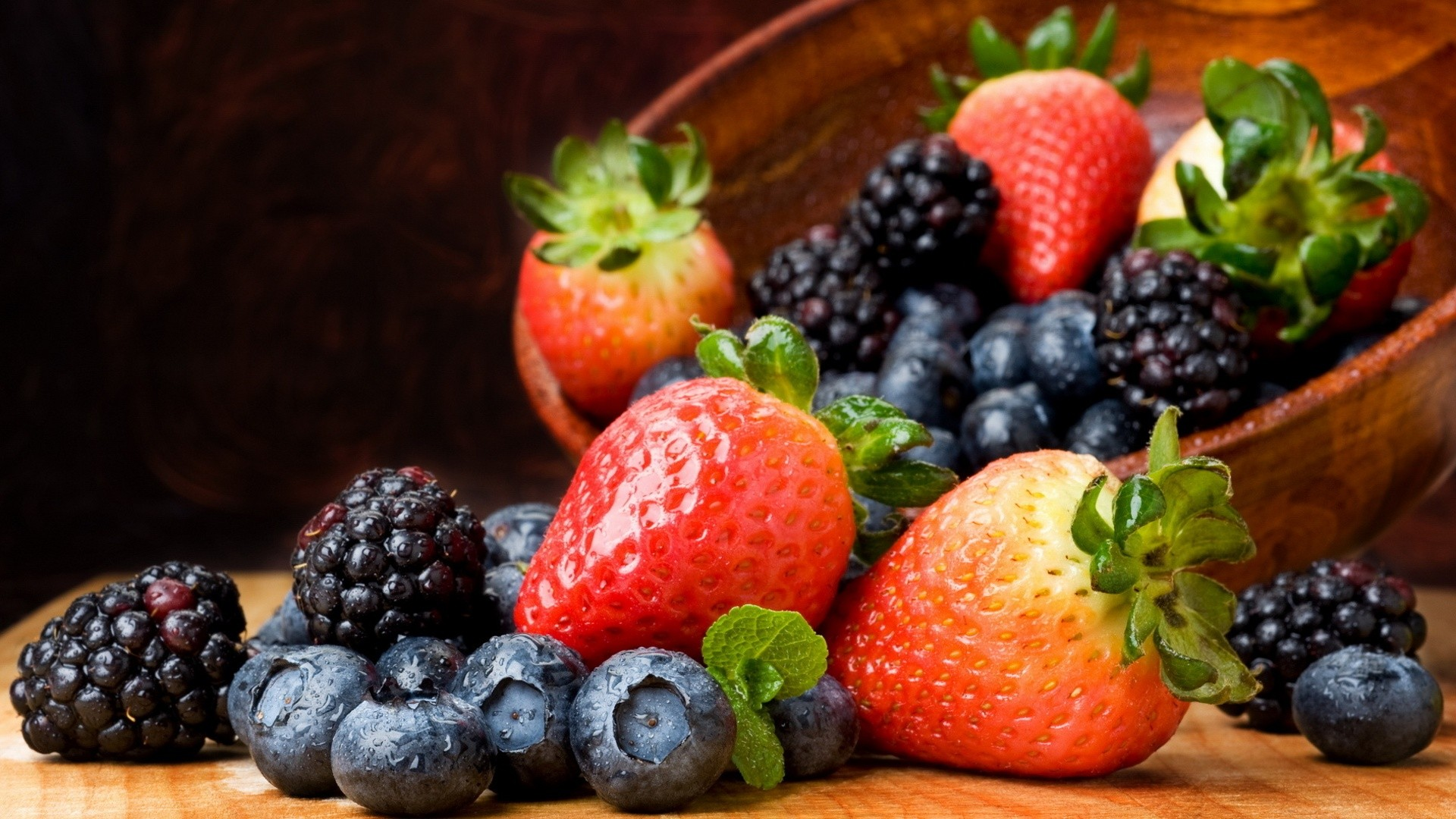 food blackberry fruit strawberries baskets blueberries HD Wallpapers 1920x1080