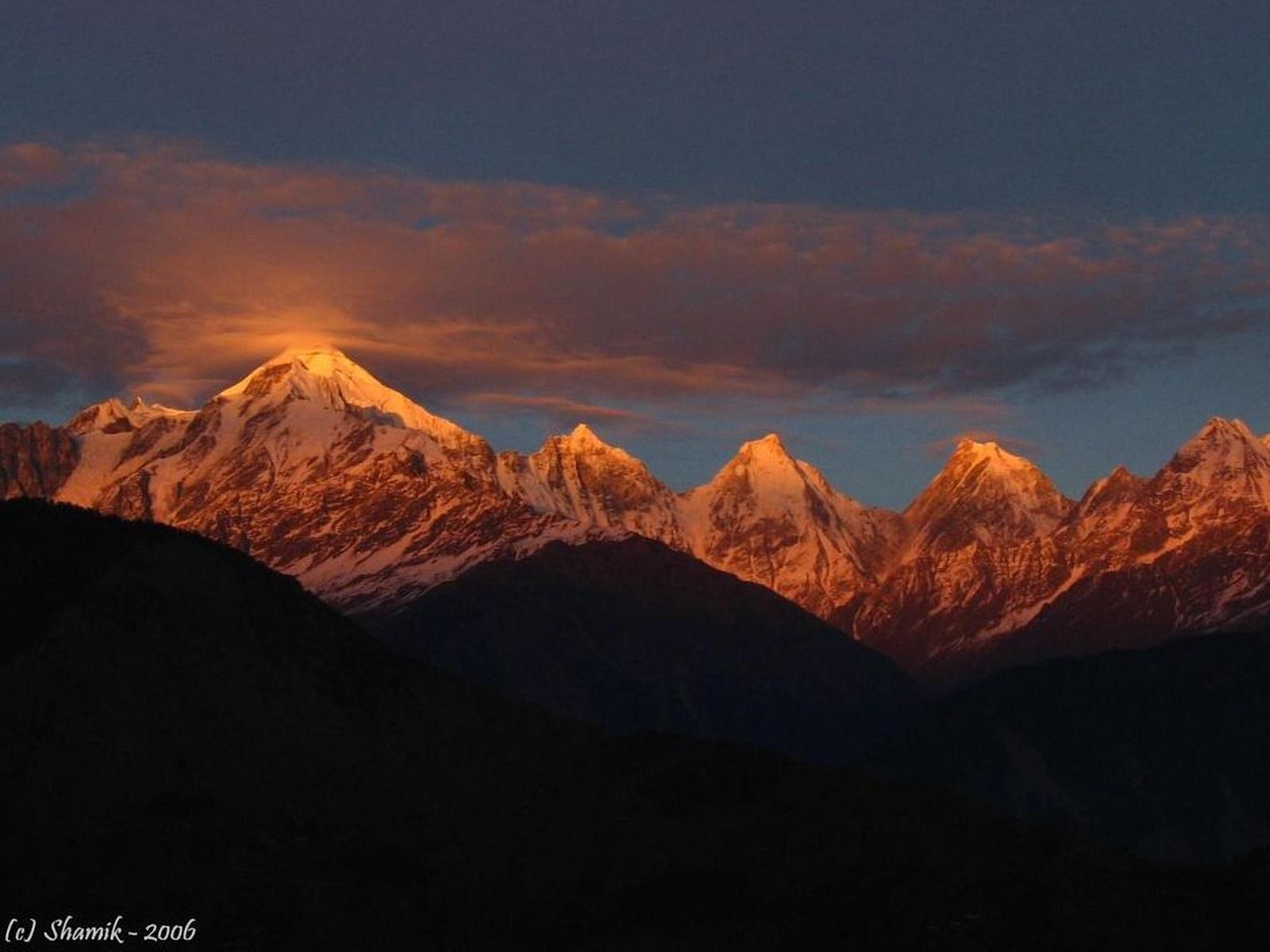 Himalayas in the Dark 1600x1200 WallpapersHimalayas India 1600x1200 1600x1200