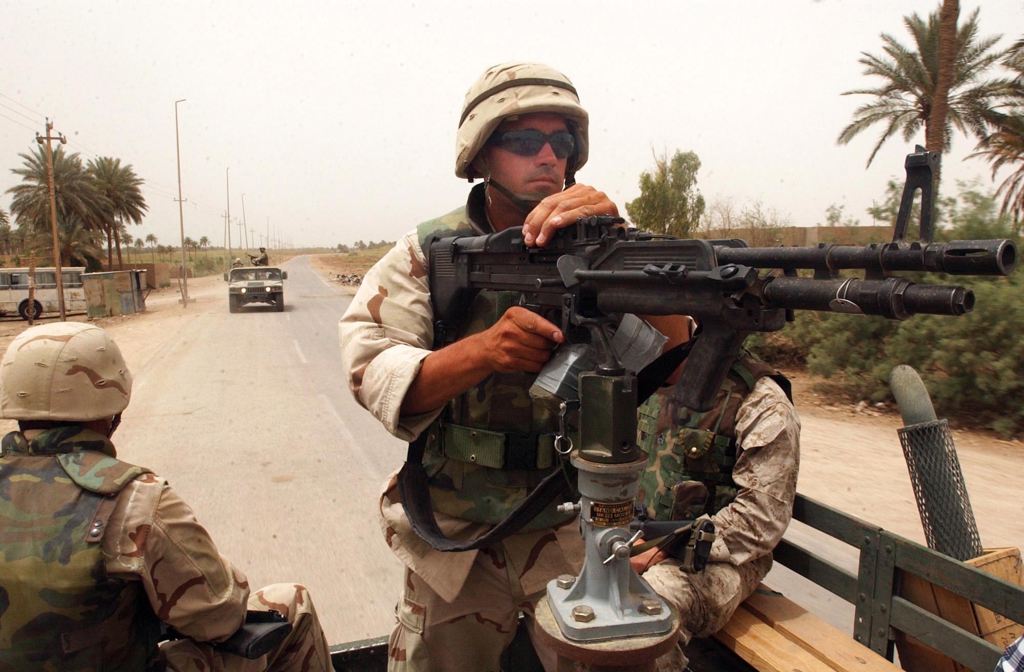 M60 MACHINE GUN military rifle weapon soldier ge wallpaper background 2000x1312