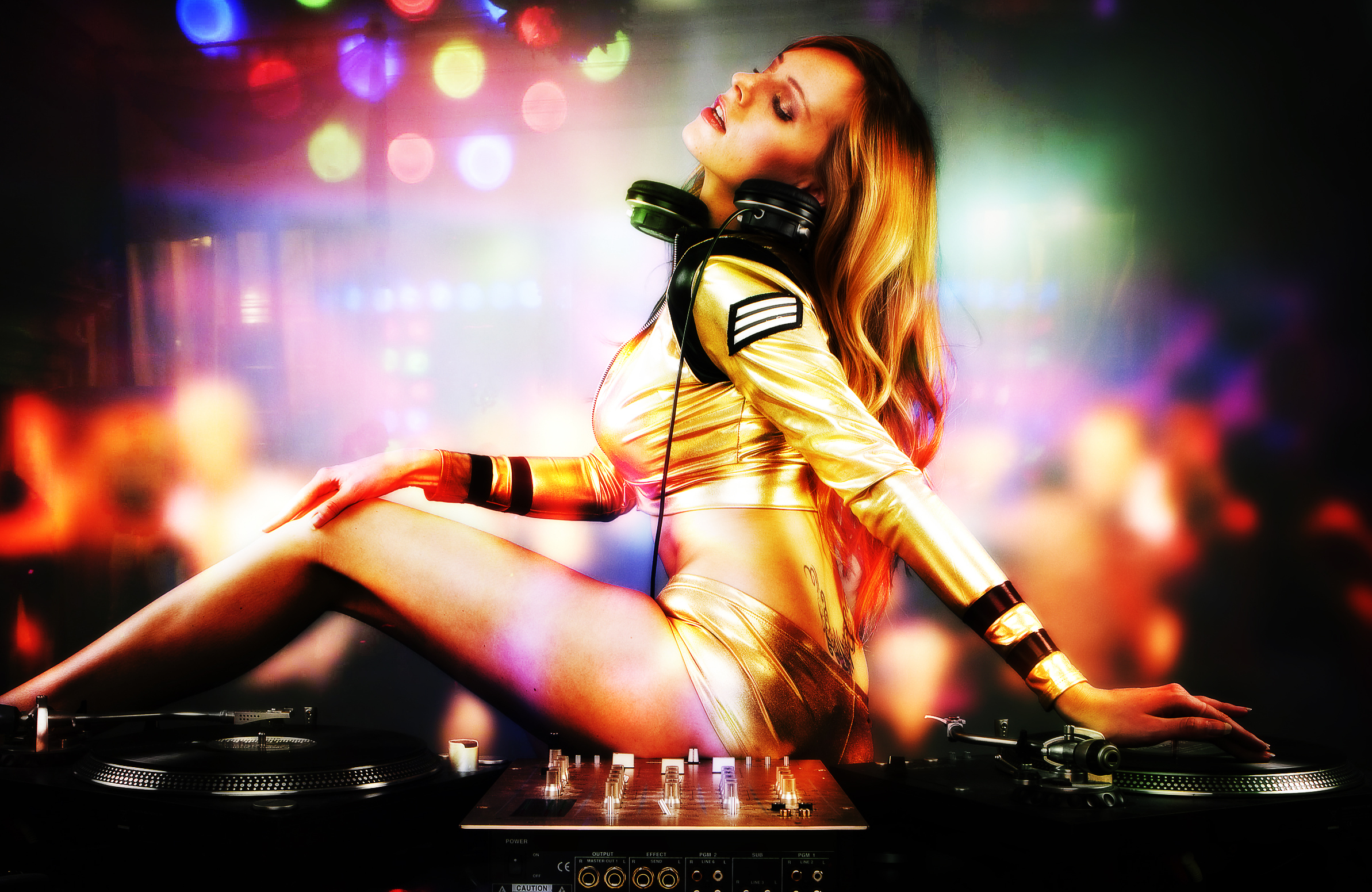 Sexy girl DJ blonde with curve on body hd 1080p 2386x1551