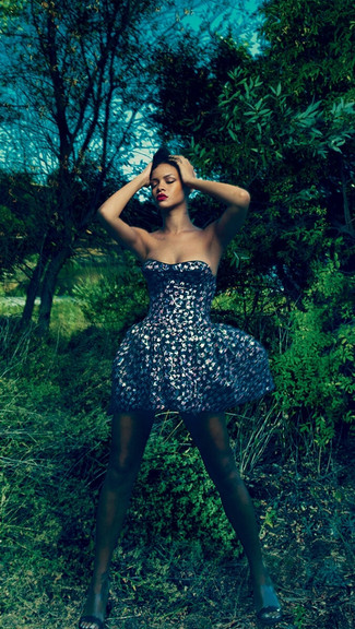 Rihanna iPhone Wallpaper 325x576