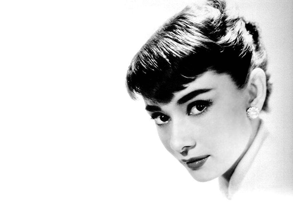 Audrey Hepburn Wallpaper 1024x768 Audrey Hepburn Monochrome White 1024x768