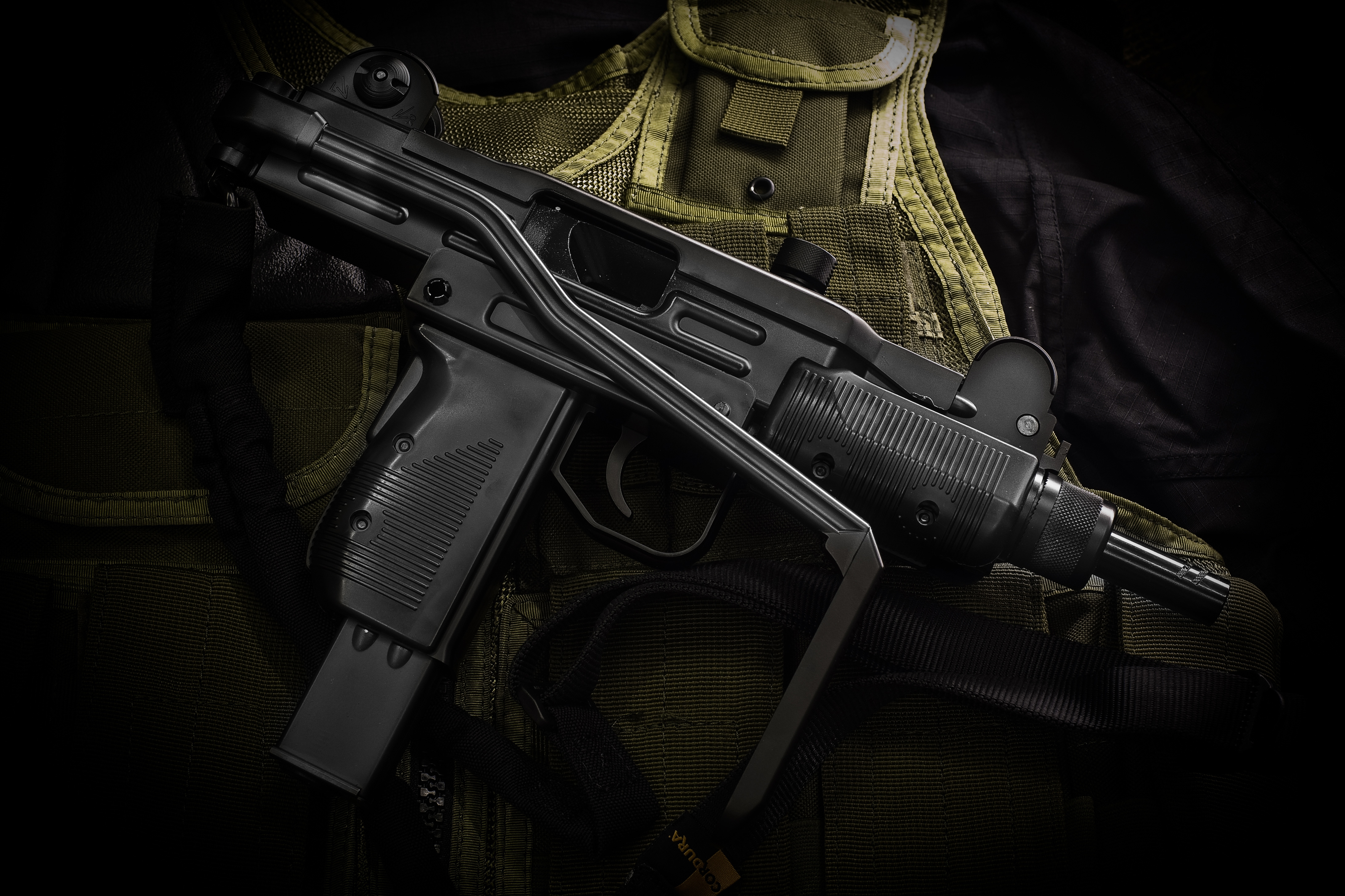 Wallpaper sub machine gun uzi 171uziquot guns wallpapers 1680x1050