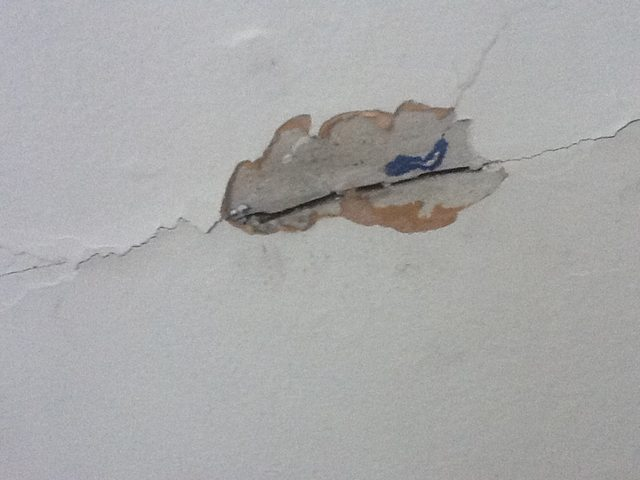 walls   How can I tell if I have rock or wood lath plaster and is 640x480