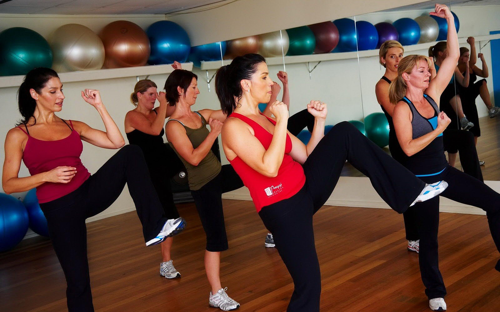 Women Fitness Excercises And Poses Wallpapers Widescreen Wallpapers 1600x1000