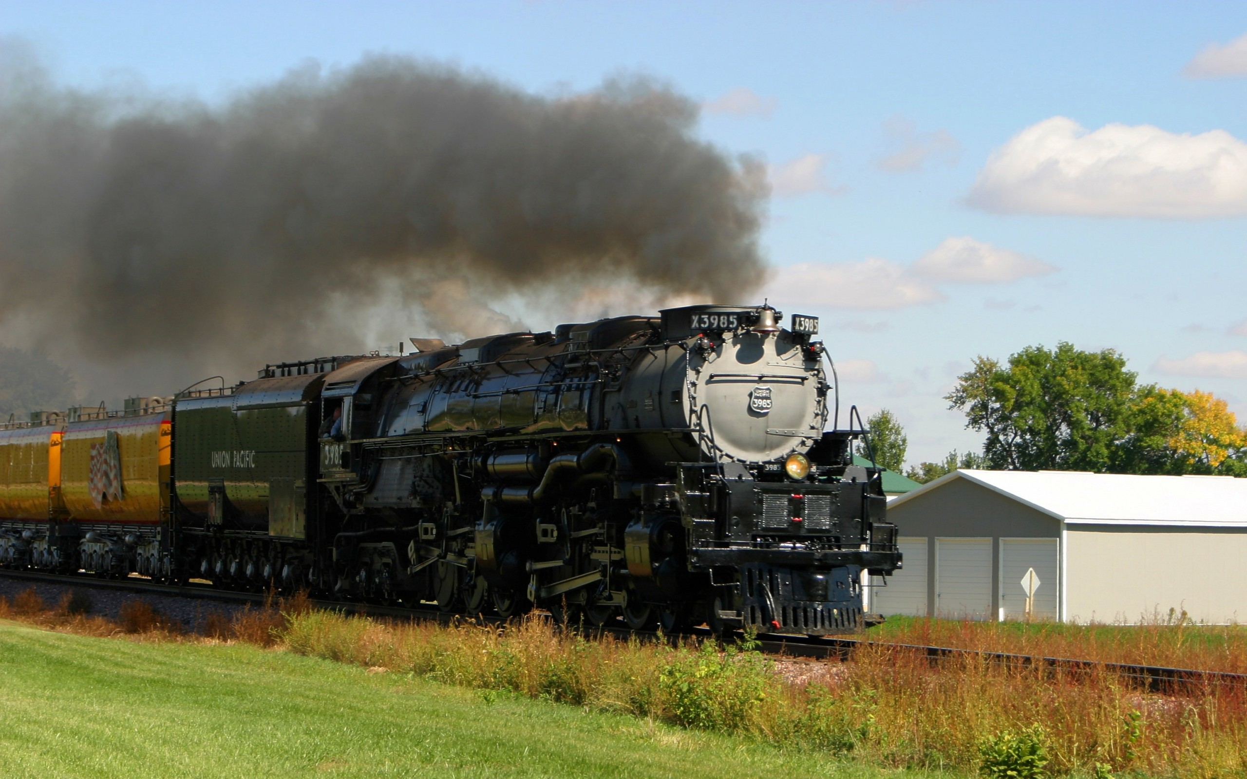 The huge train wallpapers and images   wallpapers pictures photos 2560x1600