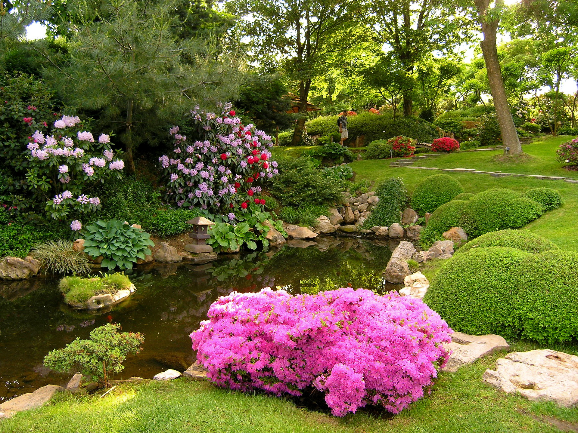 beautiful gardens wallpaper which is under the beautiful wallpapers - Beautiful Garden Pictures