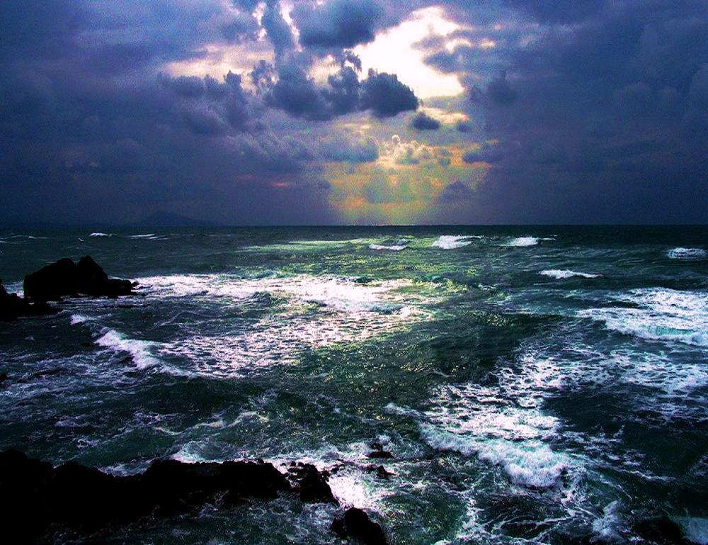 Ocean night 1000x769