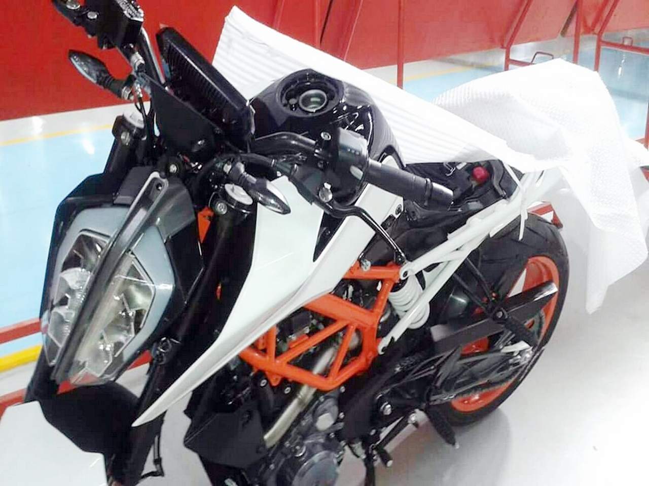2017 KTM Duke 390 spotted   looks radically different 1280x960