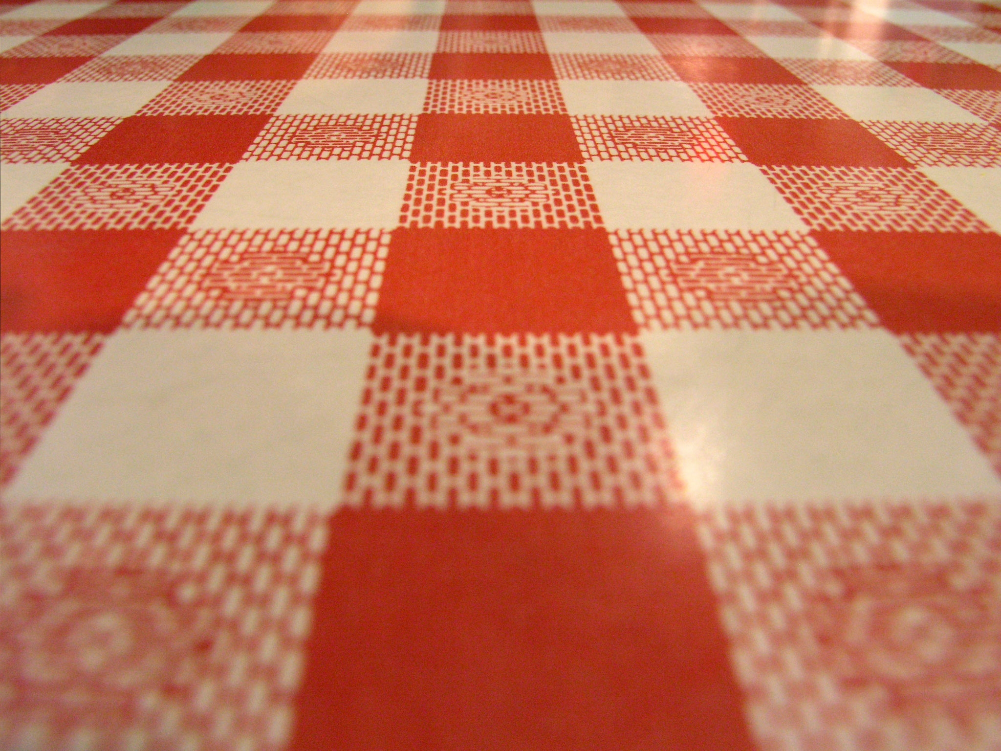 Tags checkered red restaurant table 2048x1536