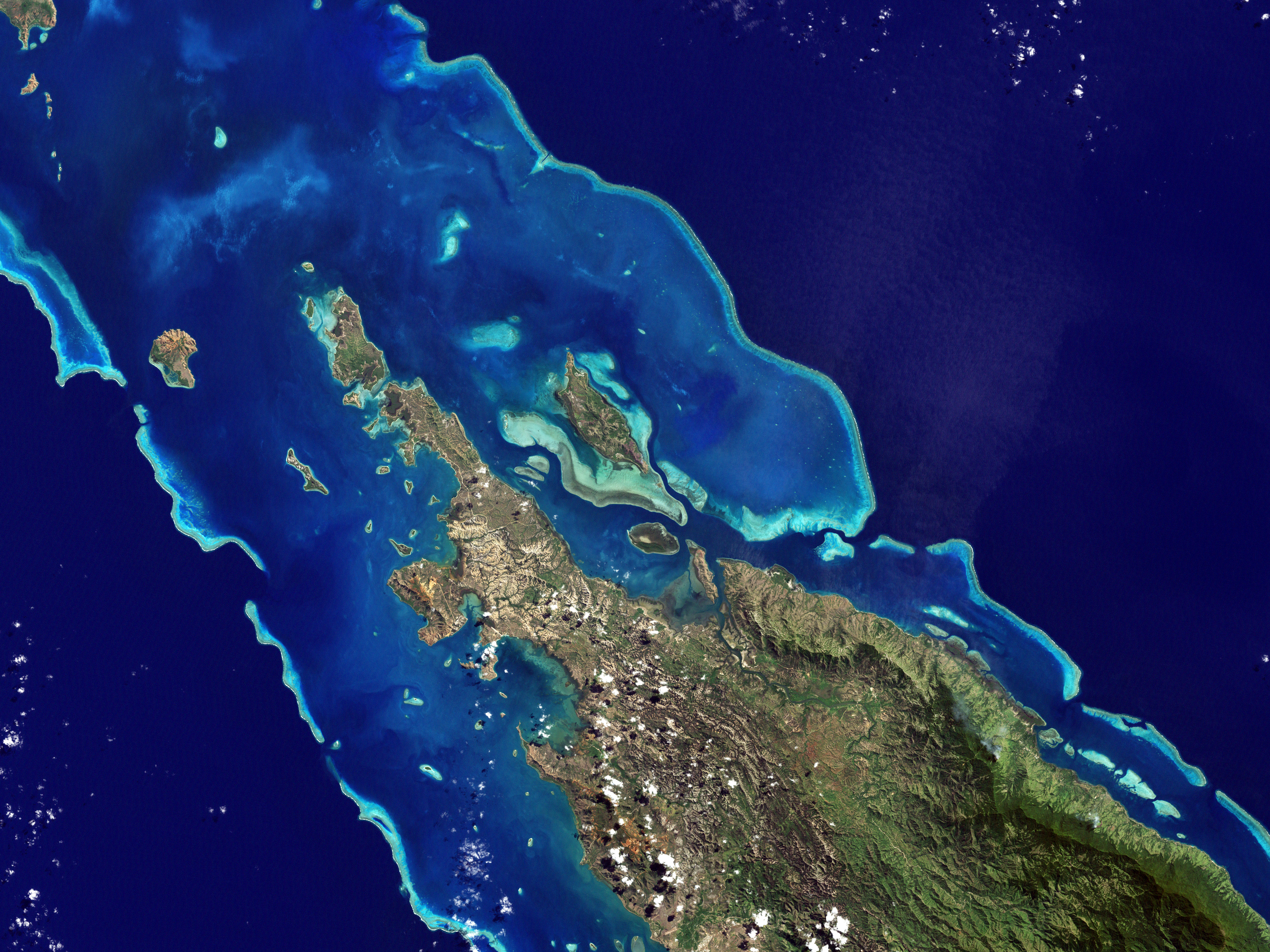 New Caledonian barrier reef   Wikipedia 4000x3000