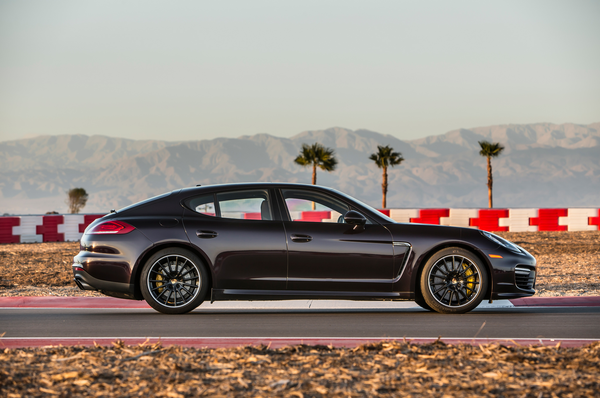 2015 Porsche Panamera 32 Hd Car Wallpaper 2048x1360