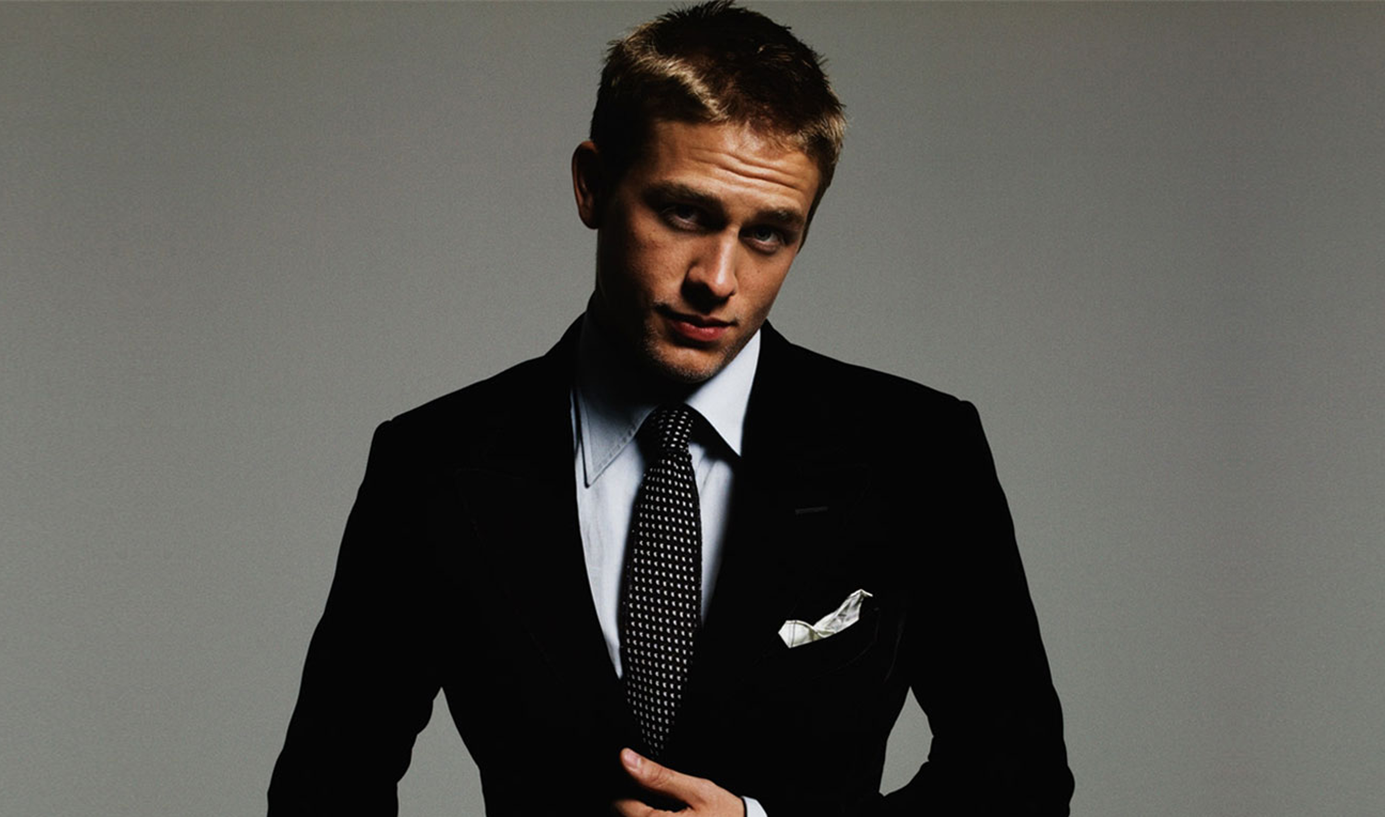 Charlie Hunnam Wallpapers High Resolution and Quality Download 4554x2686