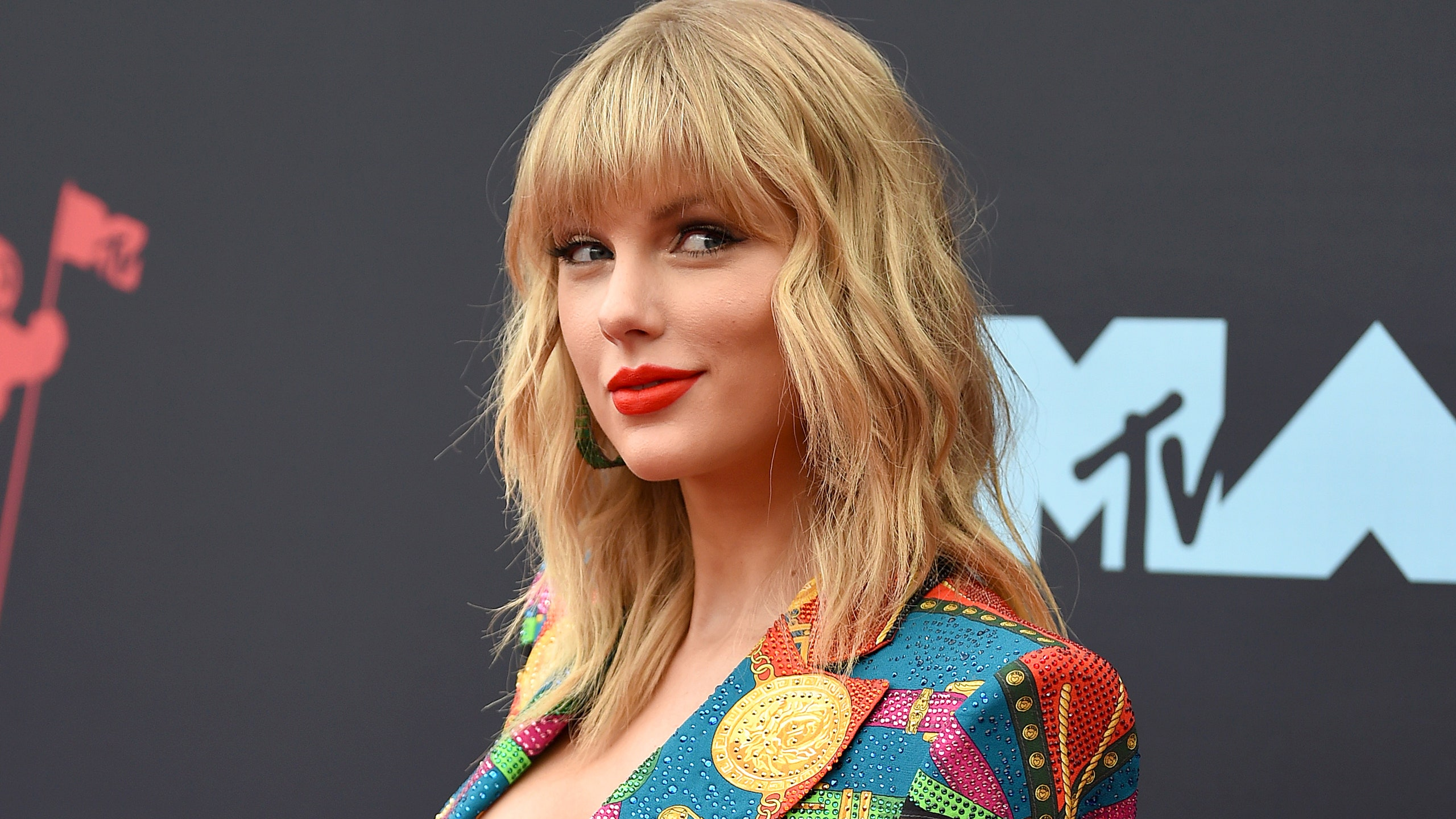 This Taylor Swift Fan Theory Suggests Folklore Is One Complete 2560x1440