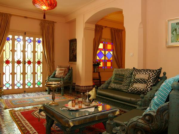 living room moroccan style wallpaper Minimal Interior Design Ideas 600x450