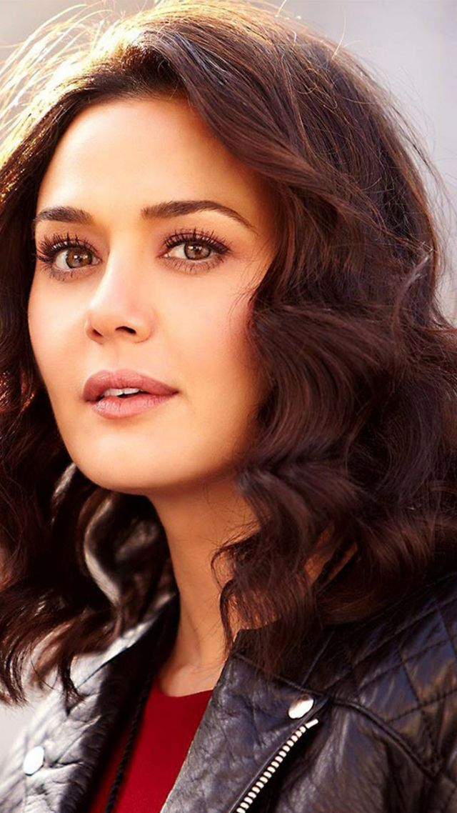 Wallpaper Preity Zinta 4k photo bollywood Celebrities 14304 640x1138