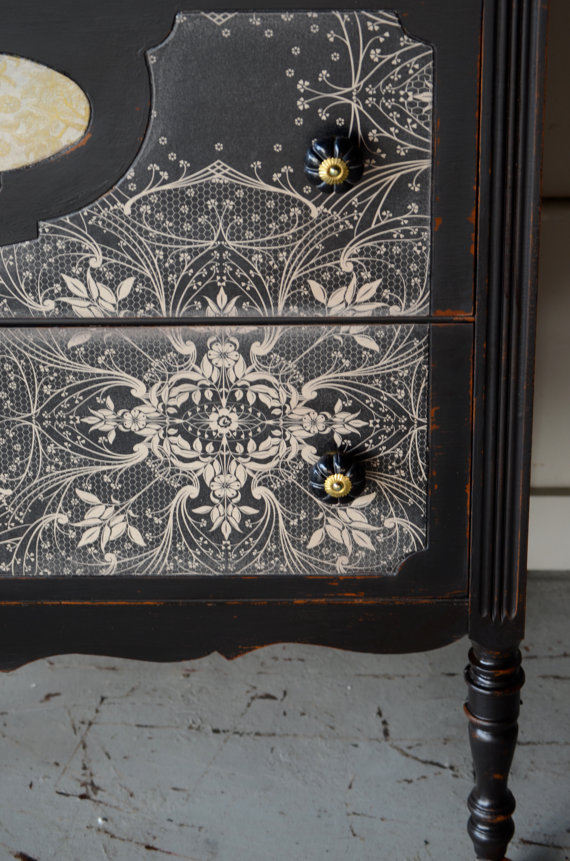 Wallpaper decoupage on the outside of the drawers 570x861