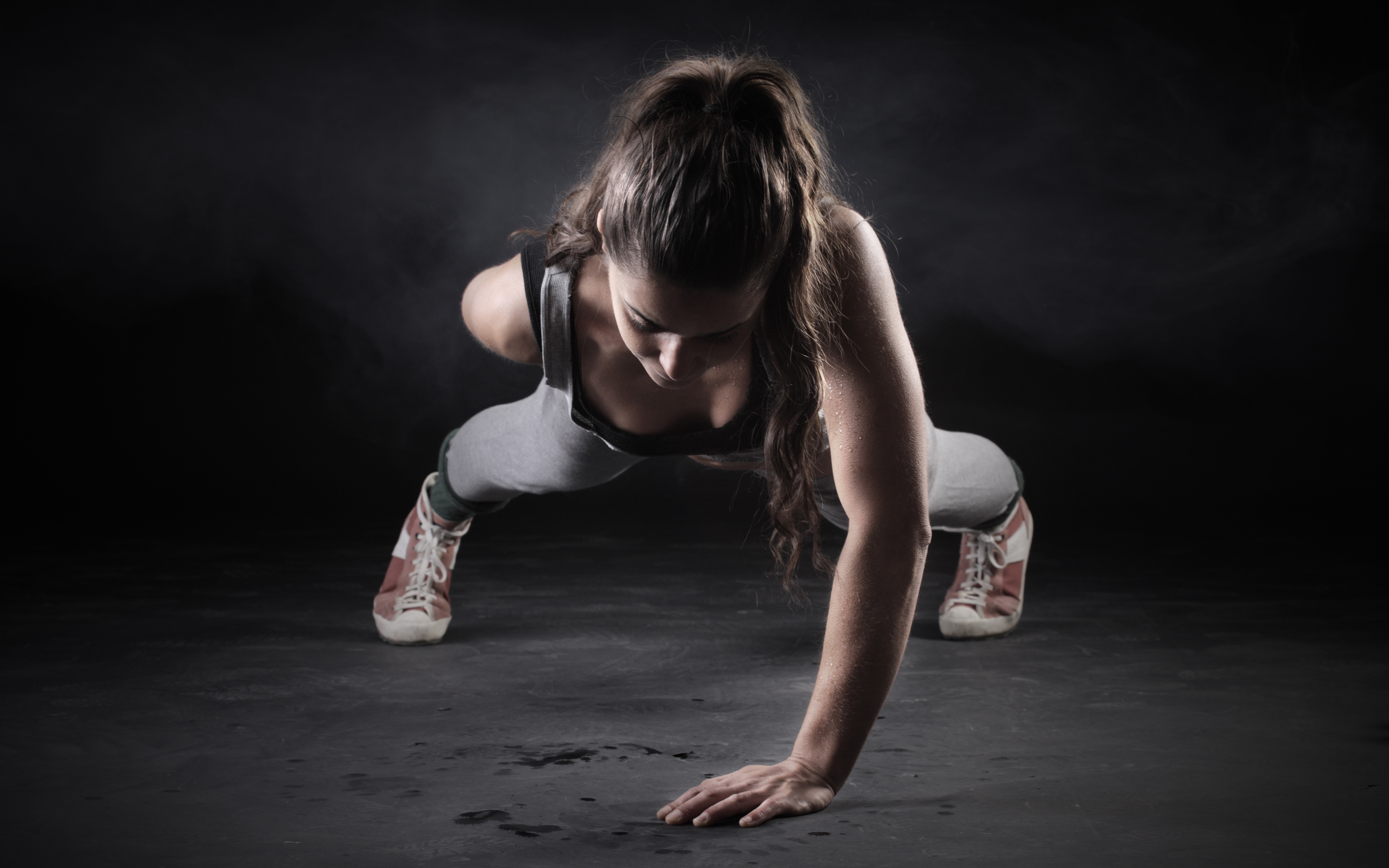 Fitness Girl One Hand Push Up HD Wallpaper 2880x1800