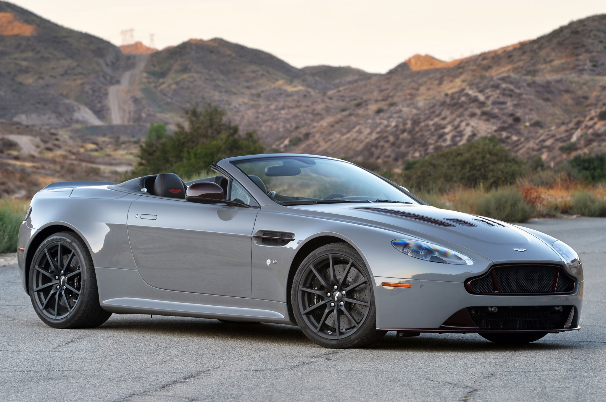 2015 Aston Martin V12 Vantage S Roadster Hd Wallpapers Download 2048x1360