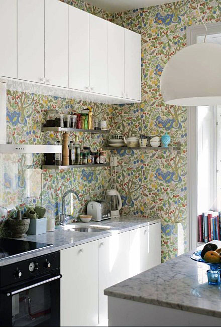 35 Ideas Of Using Creative Wallpapers On A Kitchen Shelterness 440x652