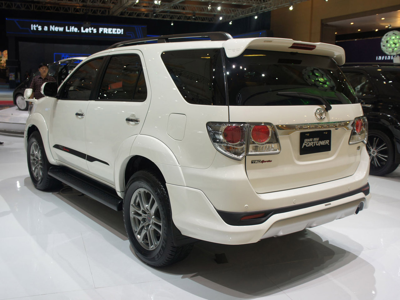 Best Toyota Fortuner Wallpapers part6 Best Cars HD Wallpapers 1280x960