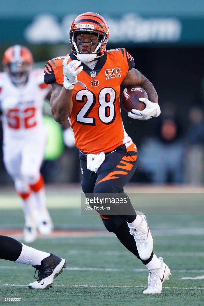 Joe Mixon of the Cincinnati Bengals runs for a 36 yard gain after 683x1024