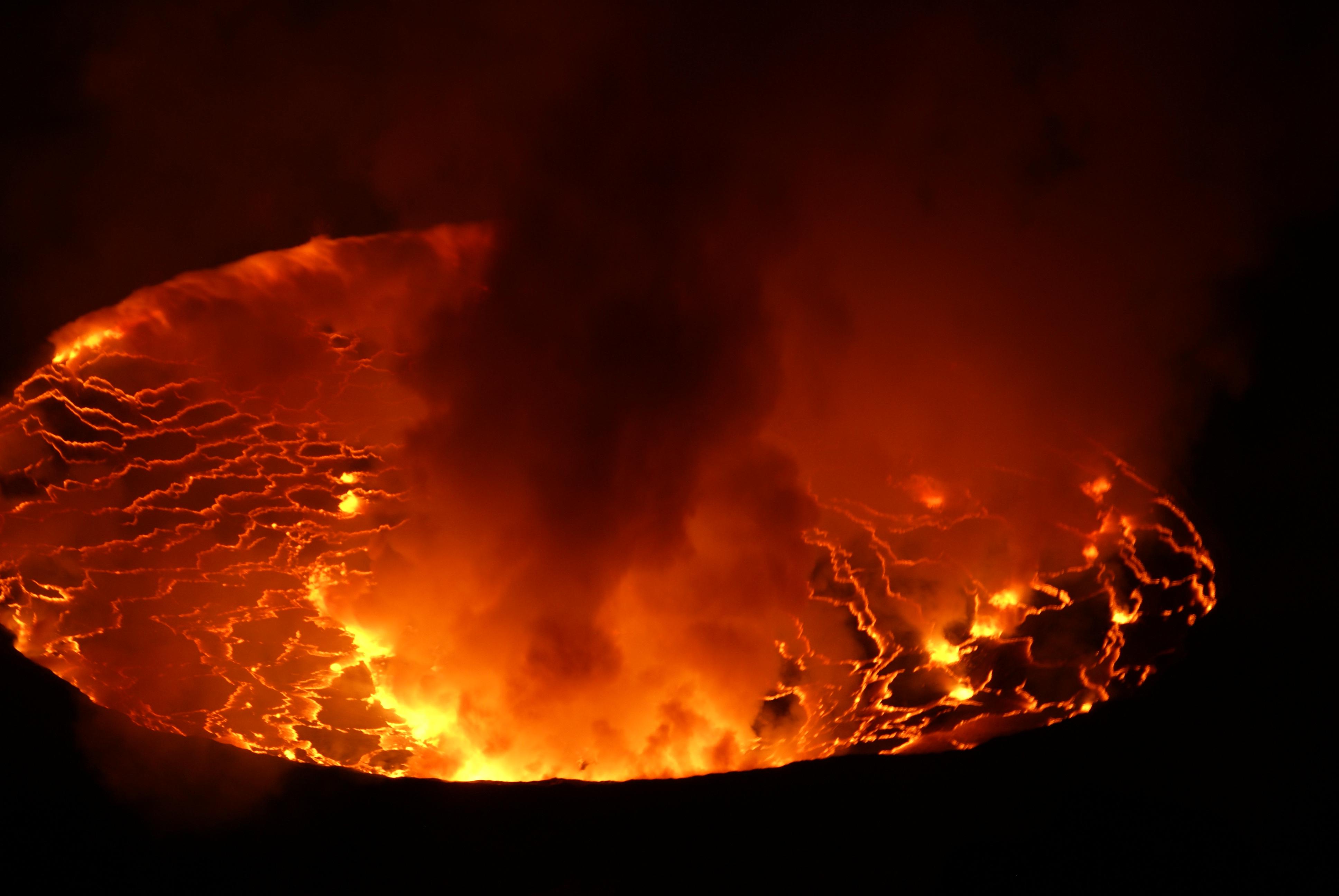 Earth volcano Wallpaper 3872x2592