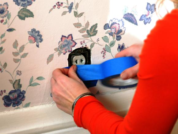 Removing old wallpapers with a wallpaper steamer prepare the room 581x436