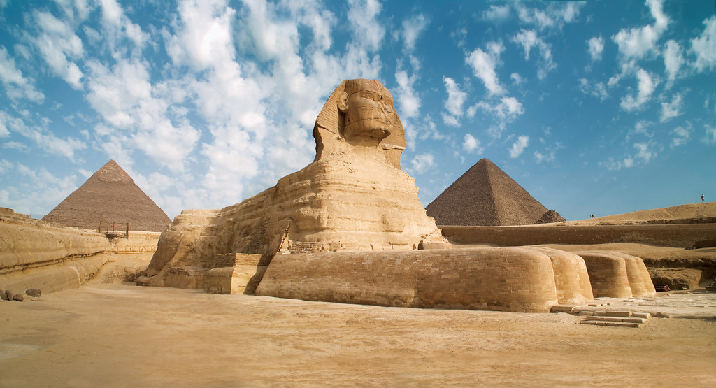 Egypt Giza Sphinx with pyramids in the background Source   Flickr 1024x555
